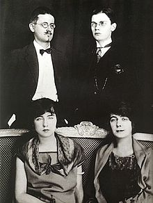 220px-James-Giorgio-Nora-Lucia-Joyce-Paris-1924