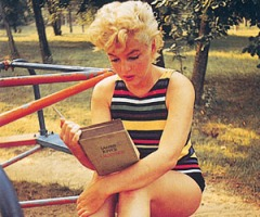 MarilynMonroeReadsJamesJoyce