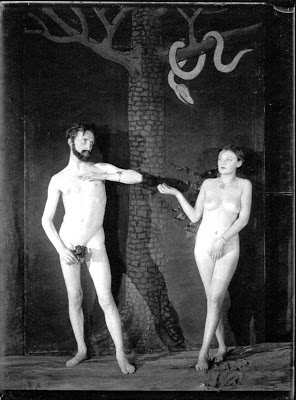 Bronia+Pelmutter+et+Duchamp+by+Man+Ray+1924