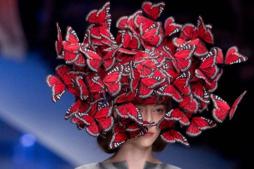 Les chapeaux de son collaborateur Philip Treacy