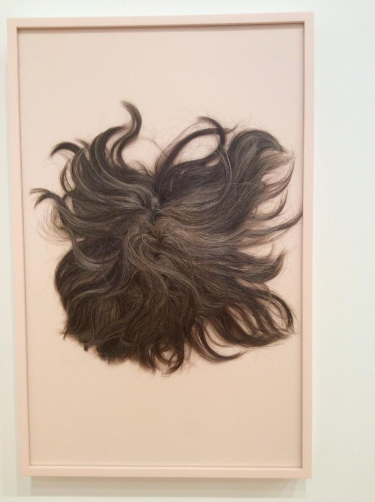 Nina Beier(1975, Danemark), perruque aplatie.