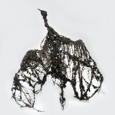 """Lionel Sabatté, """"Cygne noir de février """"– 2015 Poussière sur structure métallique 160 x 183 x 170 cm."""