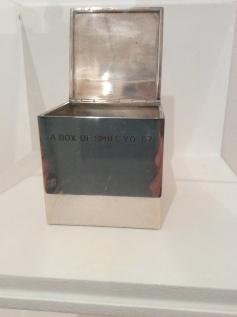 """""""Box of Smile"""", 1967. Ouvre la boîte et voit ton sourire."""