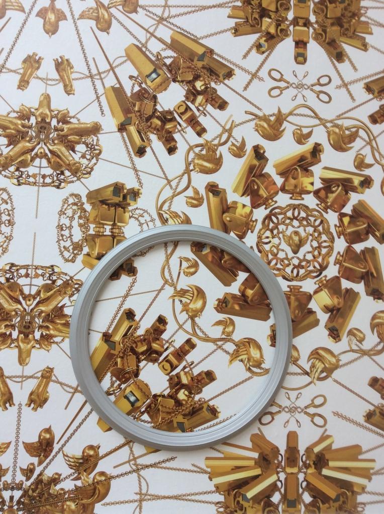 26 anneaux différents sur papier peint