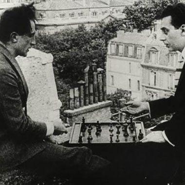 Duchamp et Man Ray, terrasse du théâtre des Champs-Elysées