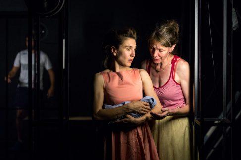 Deux des trois formidables interprètes féminines.Photo© Matthieu Edet-86