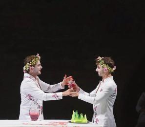 Thyeste (Damien Avice) et Atrée (Thomas Jolly). Photo:Boris Horvat/AFP